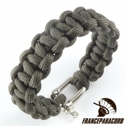 Cobra Paracord Bracelet with Shackle