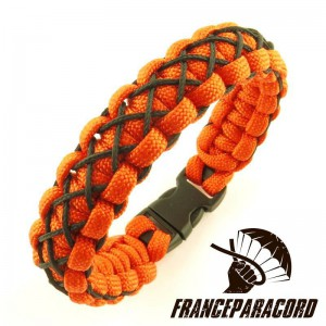 Crossed Stitched Cobra paracord bracelet