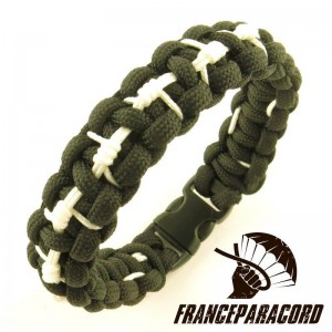 Barbed-wire Stitched Cobra paracord bracelet